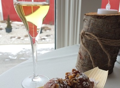 Pillitteri Winery Kerner Icewine paired with apple fritters